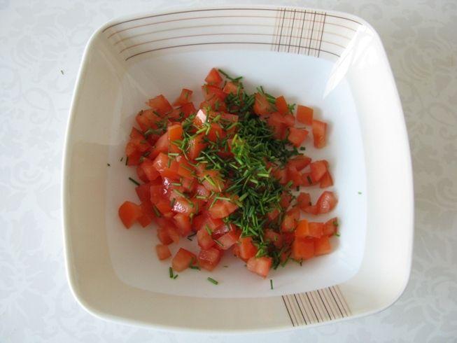 Wiosenna sałatka makaronowa z chrupiącym boczkiem