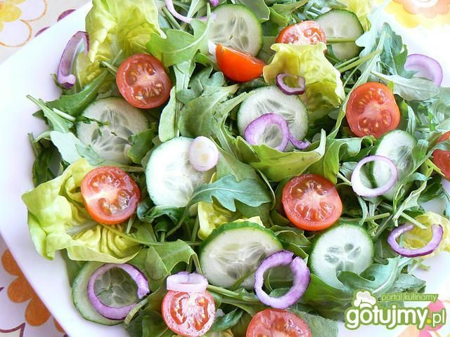 Wiosenna sałatka z rzeżuchą i mozzarellą