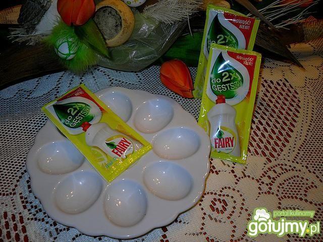 Wiosenne jaja z pokrzywowym farszem