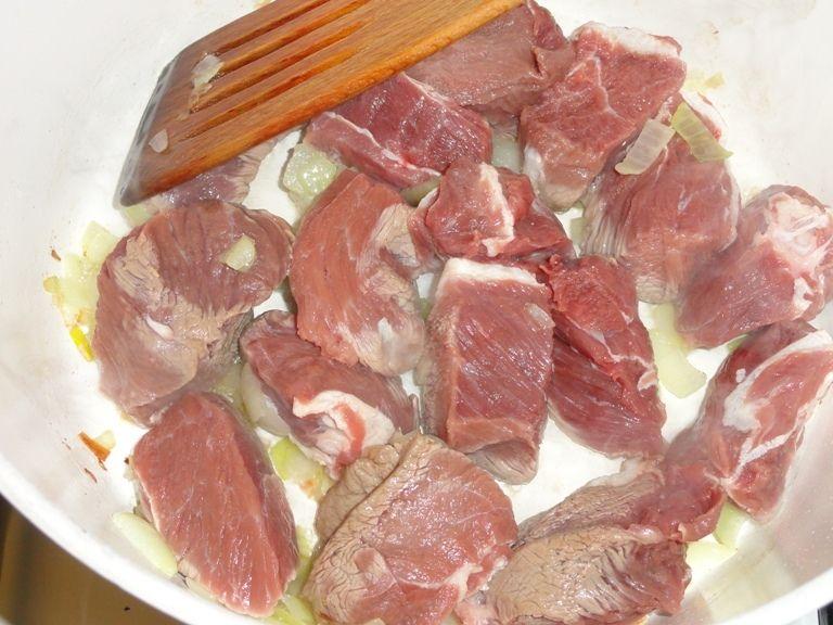 Wołowina w sosie czekoladowym