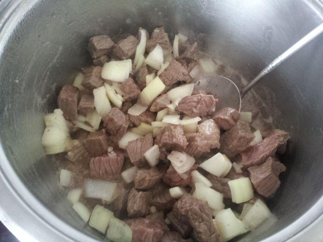 Wołowina z plackami ziemniaczanymi