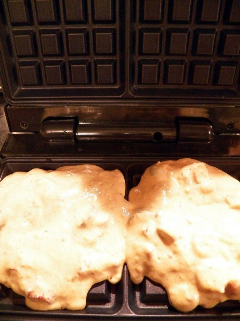 Wytrawne gofry z parówką i oliwkami