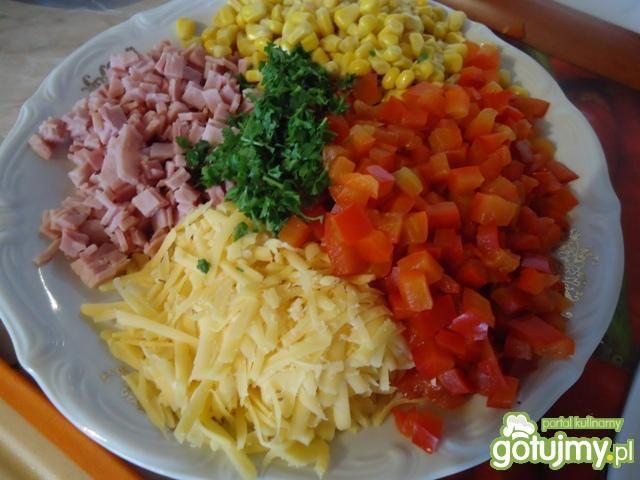 Wytrawne gofry z szynką, papryką i serem
