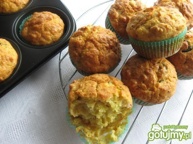 Wytrawne muffiny z oliwkami i szynką