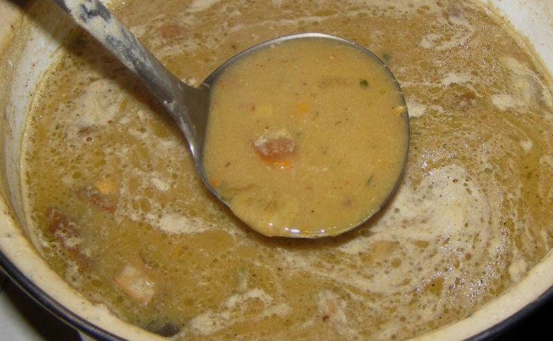 Z mrożonych grzybów pyszna zupa z makaronem
