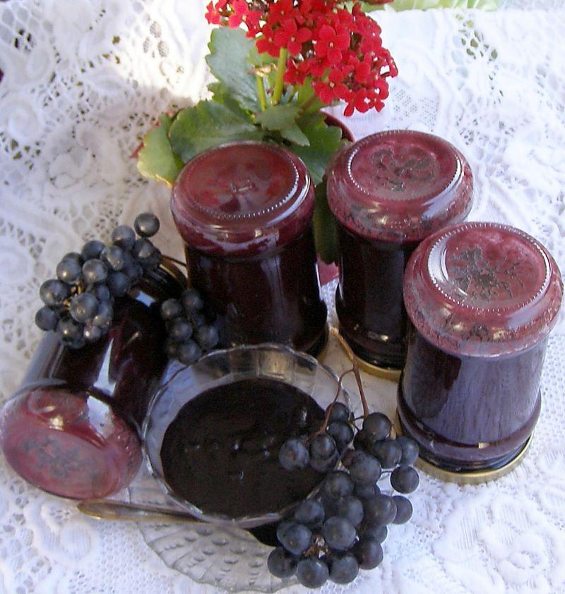 Z szybkowara dżem z ciemnych winogron z czekoladą.