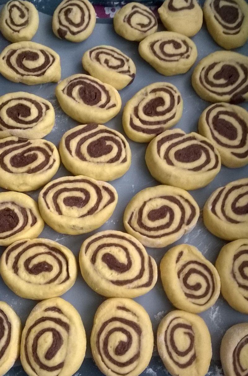 Zakręcone bułeczki drożdżowe dyniowo - kakaowe