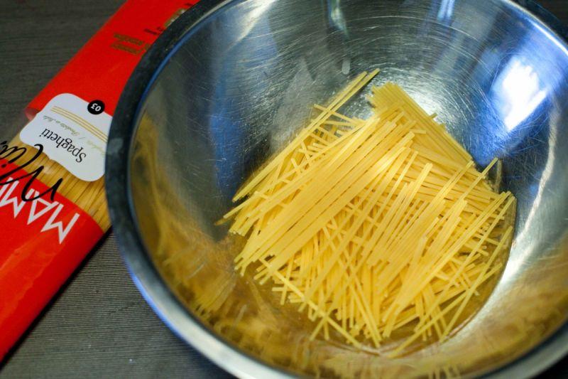 Zapiekana papryka ze spaghetti w serowym sosie