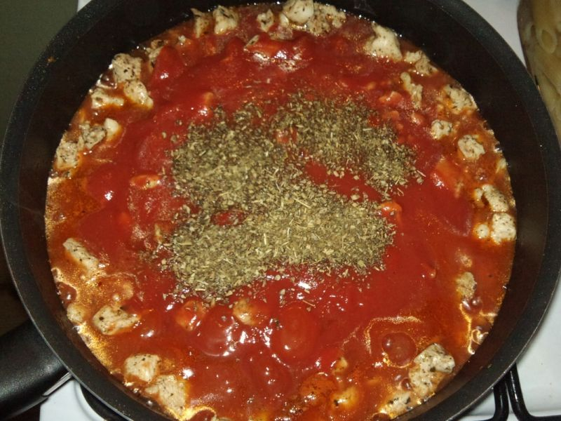 Zapiekane pomidorowe penne z kurczakiem