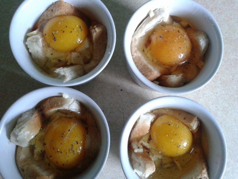 Zapiekane śniadanko czyli jajka w toście