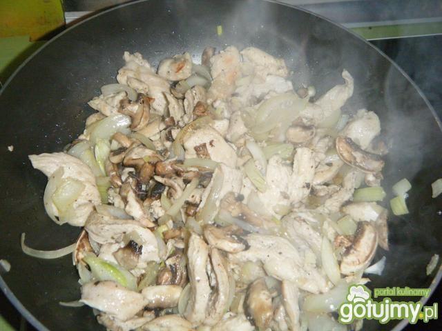 zapiekanka makaronowa w sosie śmietanowy