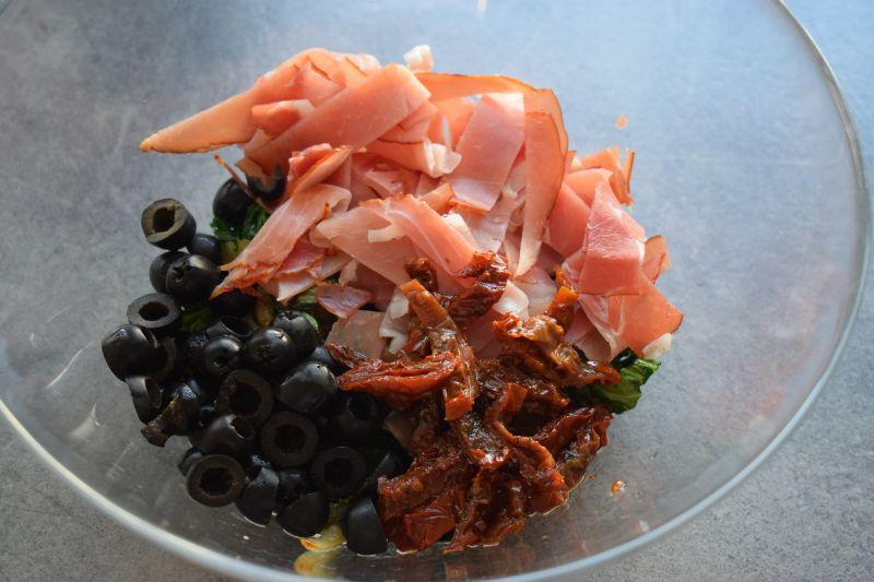 Zapiekanka ziemniaczana z jarmużem i szynką