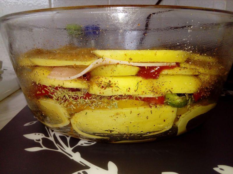 Zapiekanka ziemniaczana z pieczarkami i papryką