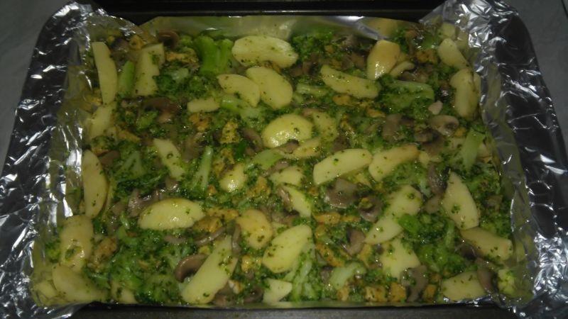 Zapiekanka ziemniaczana z sosem pieczarkowym