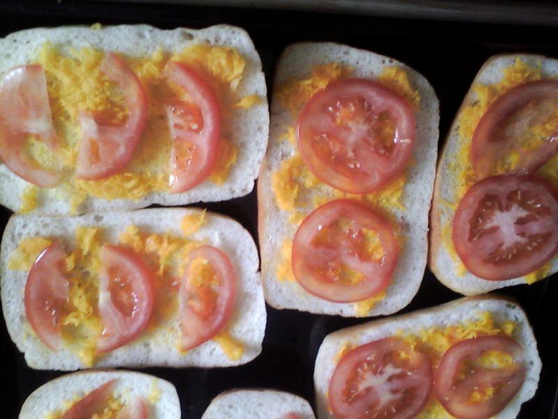 Zapiekanki z dynią, pomidorem i kiełbaską