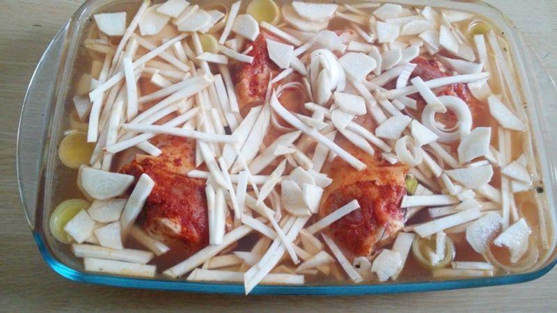 Zapiekany kurczak na ryżu i warzywami
