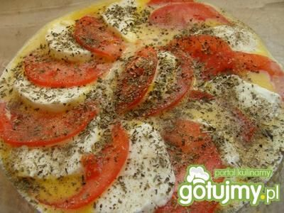 Zapiekany omlet z mozzarellą.