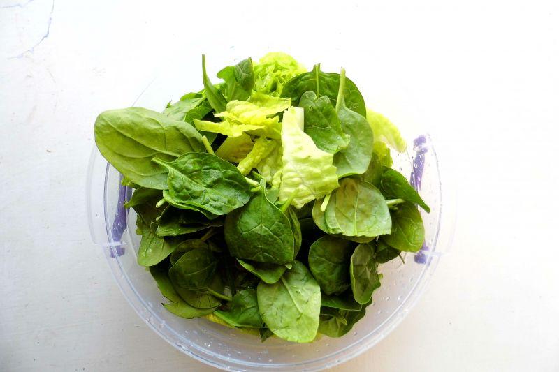 Zdrowa sałatka z zieleniny