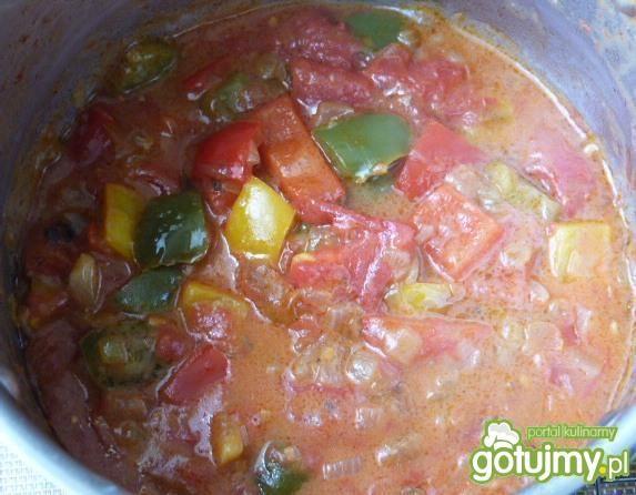 Żeberka z papryką w sosie pomidorowym