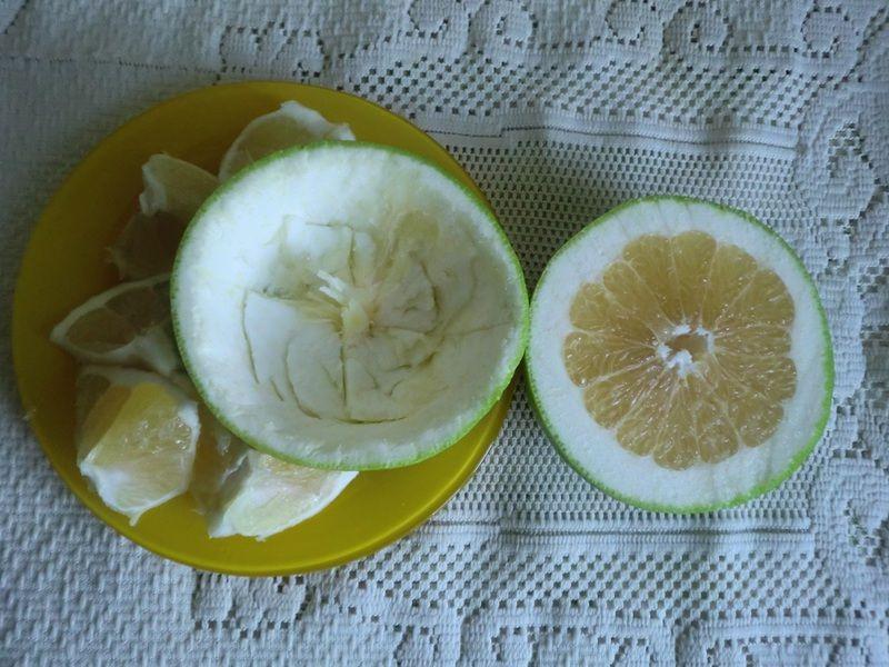 Zielona sałatka w grejpfrucie