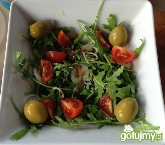 Zielona sałatka z mozzarellą