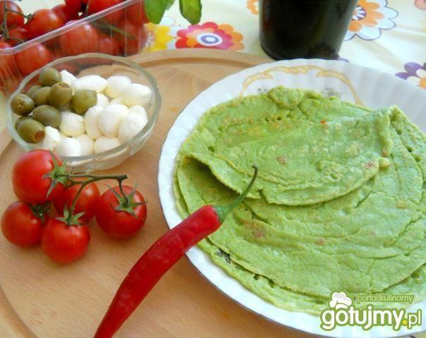 Zielone naleśniki na ostro z  papryczką