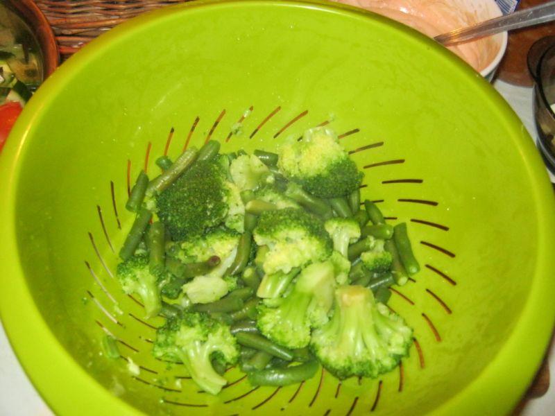 """,,Zielono mi""""- kolorowa sałatka z sosem"""