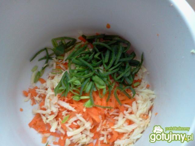 Zielonogroszkowa zupa-krem z grzankami