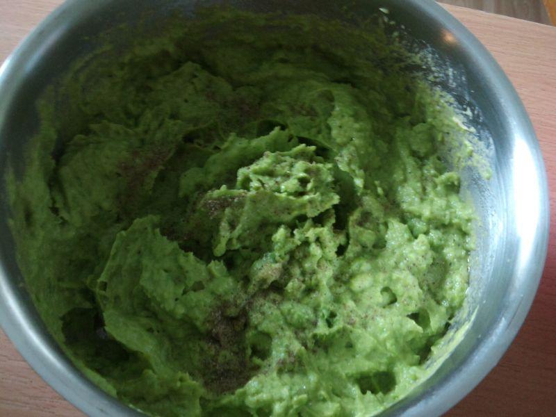 Zielony hummus - pasta z młodego groszku