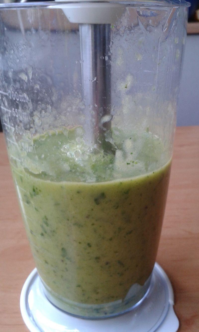 Zielony koktajl warzywno - owocowy