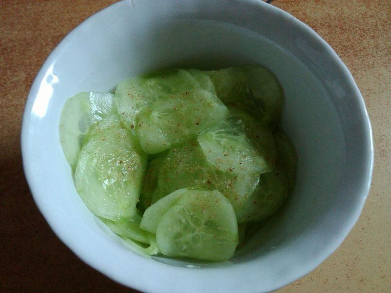 Zielony ogórek ze szczypiorkiem do obiadu