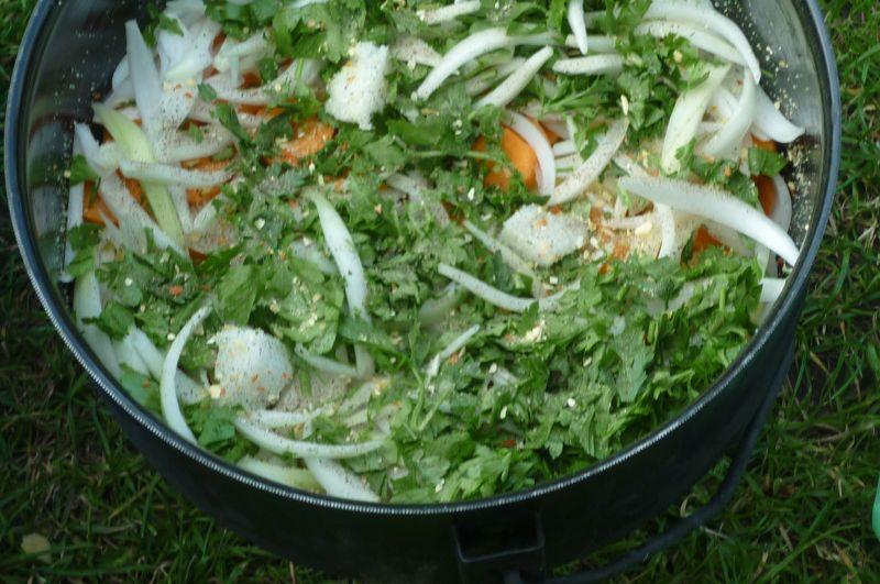 Ziemniaki pieczone z warzywami i schabem