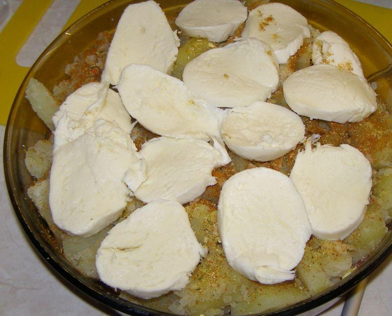 Ziemniaki z mozzarellą,czosnkiem i boczkiem.