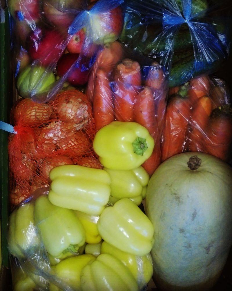 Zimowa sałatka - cukinia, jabłka, marchew, papryka