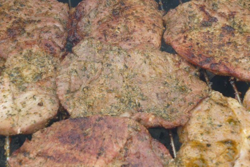 Ziołowo-czosnkowa karkówka z grilla