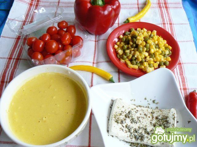 Żółte naleśniki w sakiewkach z tofu
