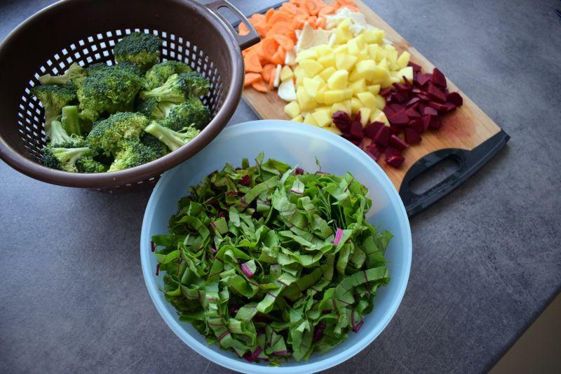 Zupa botwinkowo-brokułowa z kaszą bulgur