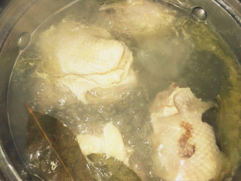 Zupa botwinkowo-kalafiorowa ze szczypiorkiem