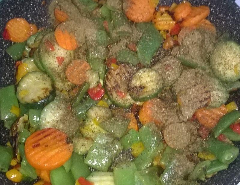 Zupa buraczkowa z warzywami