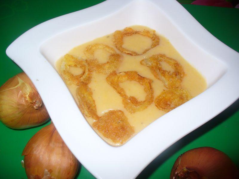 Zupa cebulowa z dodatkiem ziemniaków