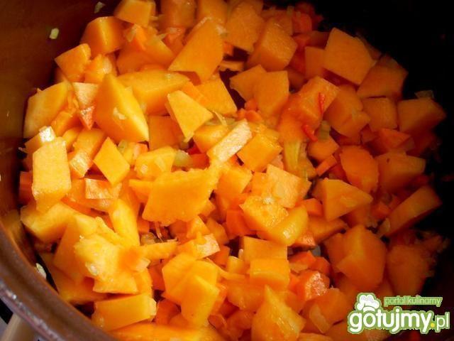 Zupa dyniowo-marchwiowa z kokosem