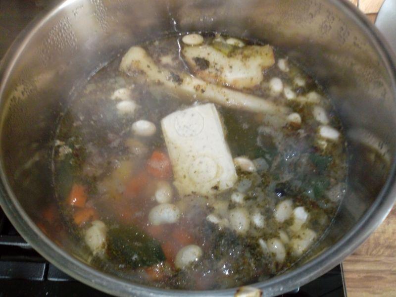 Zupa fasolowa z serkiem topionym