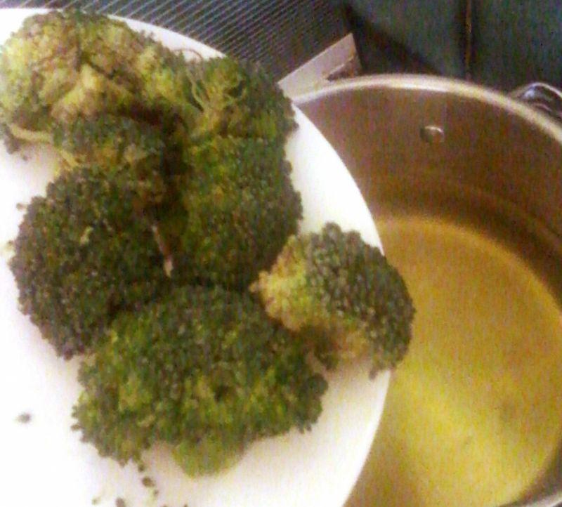 Zupa jarzynowo-brokułowa z makaronem
