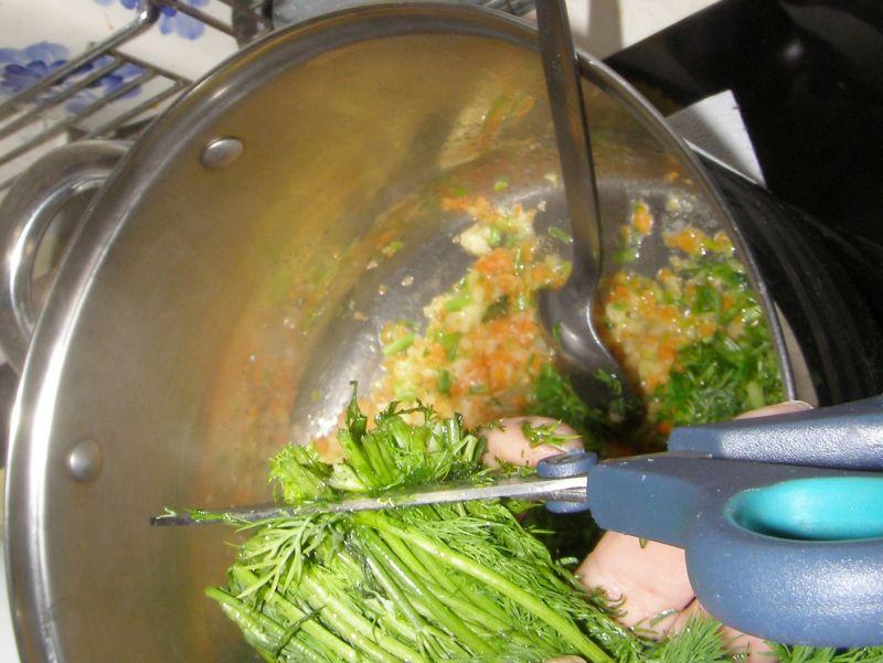 Zupa koperkowa z lanymi kluskami i jajkiem