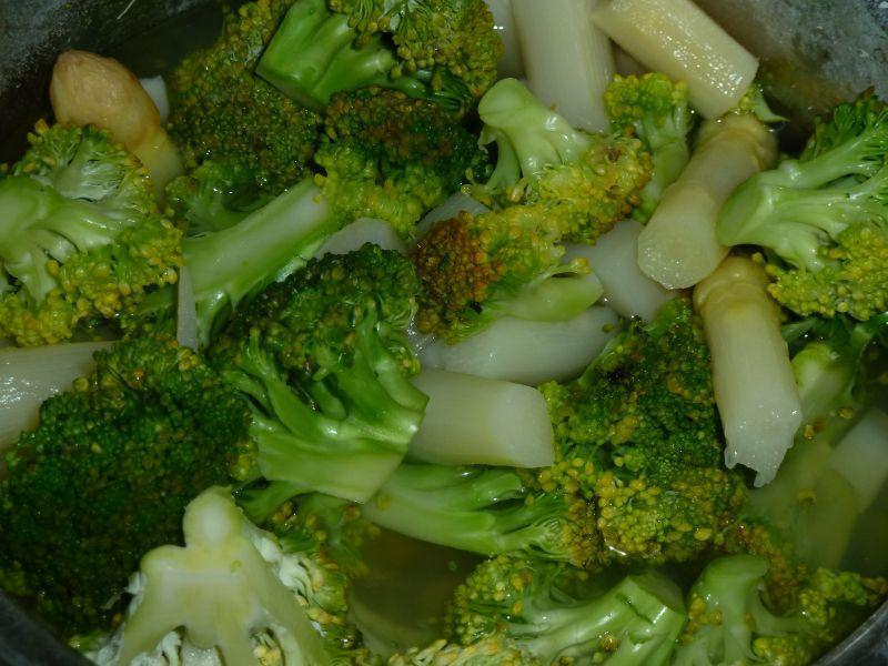 Zupa-krem brokułowa z białymi szparagami