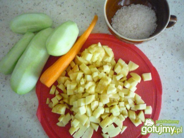 Zupa ogórkowa z świeżych ogórków