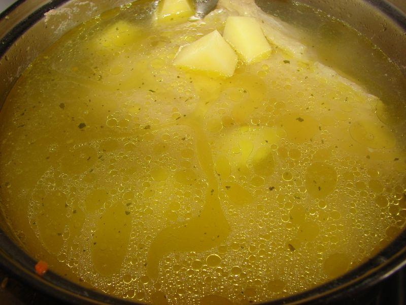 Zupa ogórkowa ze śmietaną
