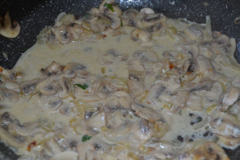 Zupa pieczarkowa na rosole z kaczki