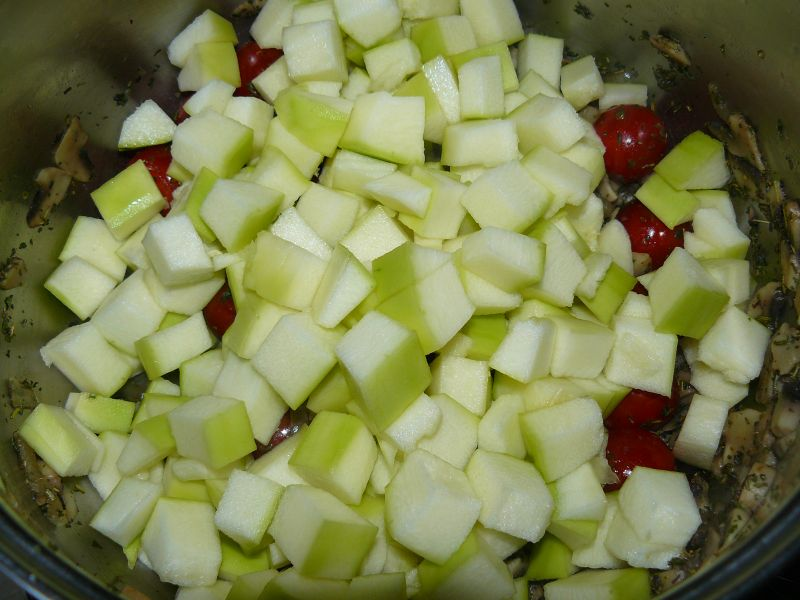 Zupa pieczarkowa z fasolką szparagową i kabaczkiem