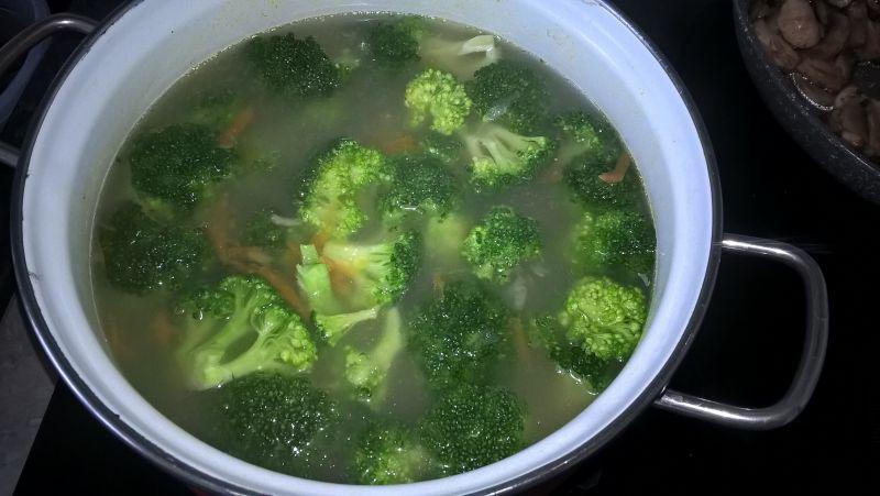 Zupa pieczarkowo-brokułowa